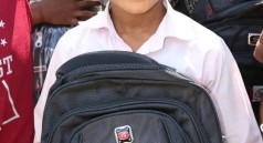 شركة يمن موبايل توزع مشروع الحقيبة المدرسية