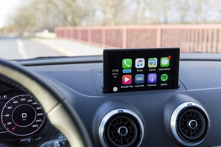 WhatsApp is now supported on Apple's CarPlay